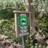 Das Schild erinnert uns daran, dass wir uns im Naturpark Puez-Geisler befinden. Foto: AT, © Peer
