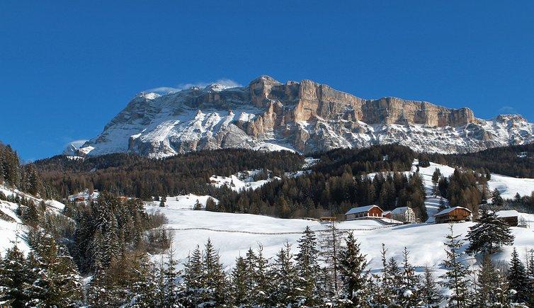 Höfe suedlich von Wengen Masi a sud di La Val inverno winter